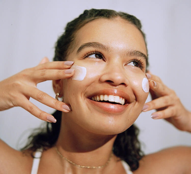 From balm and oil cleansers to gel, jelly and foaming cleansers, this is how you double cleanse your skin
